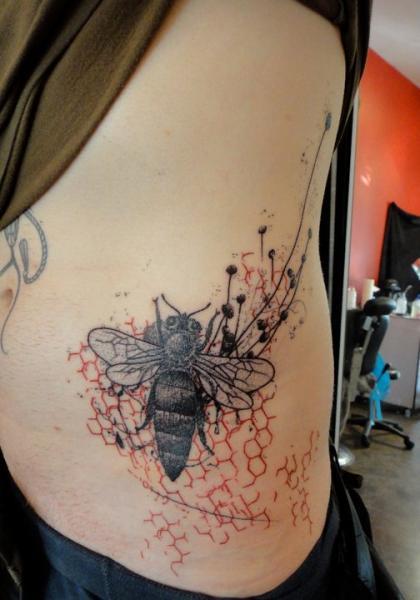 Beecombs Bee Blackwork tattoo by Xoïl
