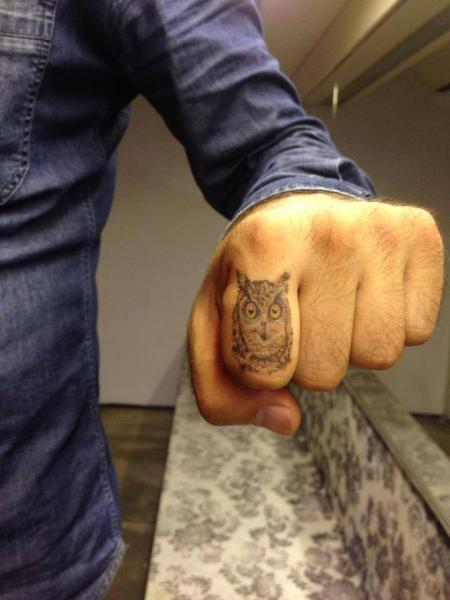 Graphic Finger Owl tattoo by Resul Odabaş