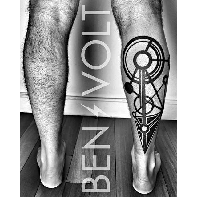 Blackwork Geometry Leg tattoo