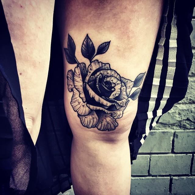 Knee Graphic Rose tattoo