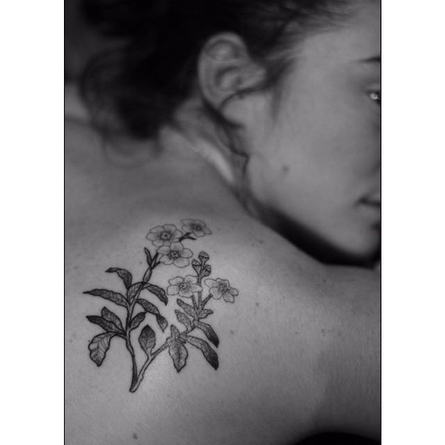Shoulder Blade Little Flowers tattoo