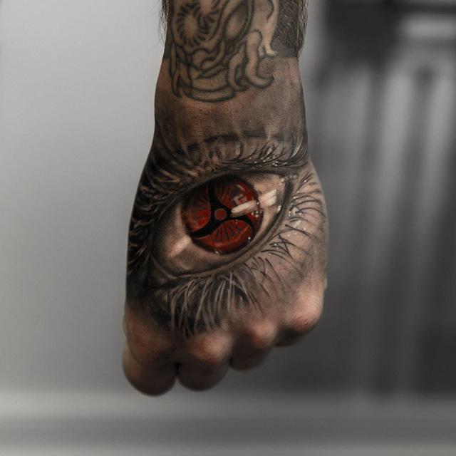 hand tattoo of eye