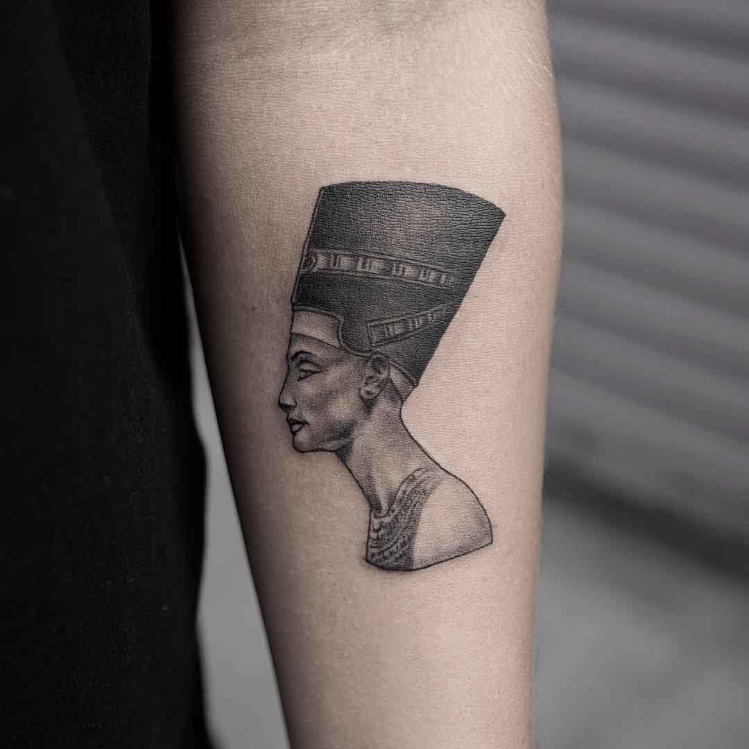 Nefertiti dotwork tattoo