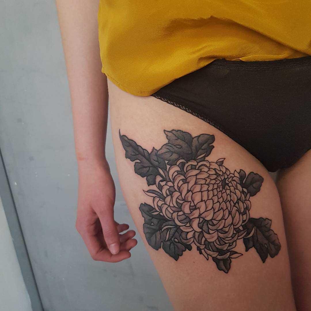 thigh chrysanthemum tattoo