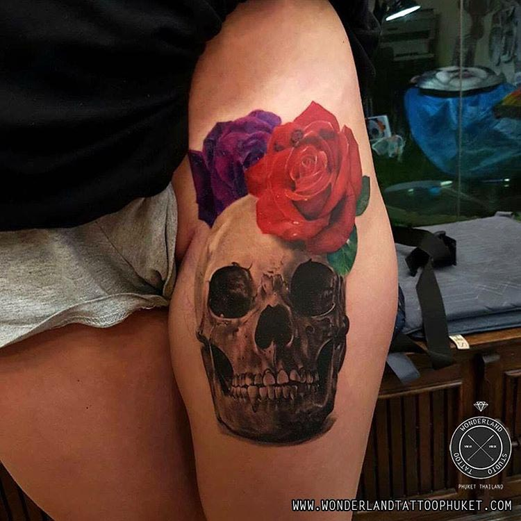 blue and red roses tattoo skull