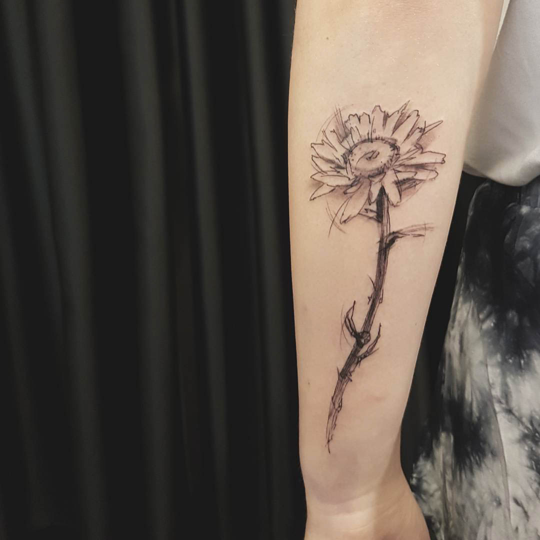 marker styled daisy flower tattoo