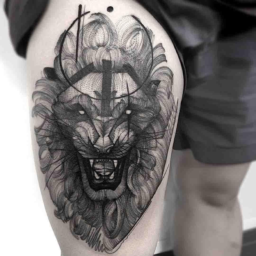 amazing lion tattoo on thigh