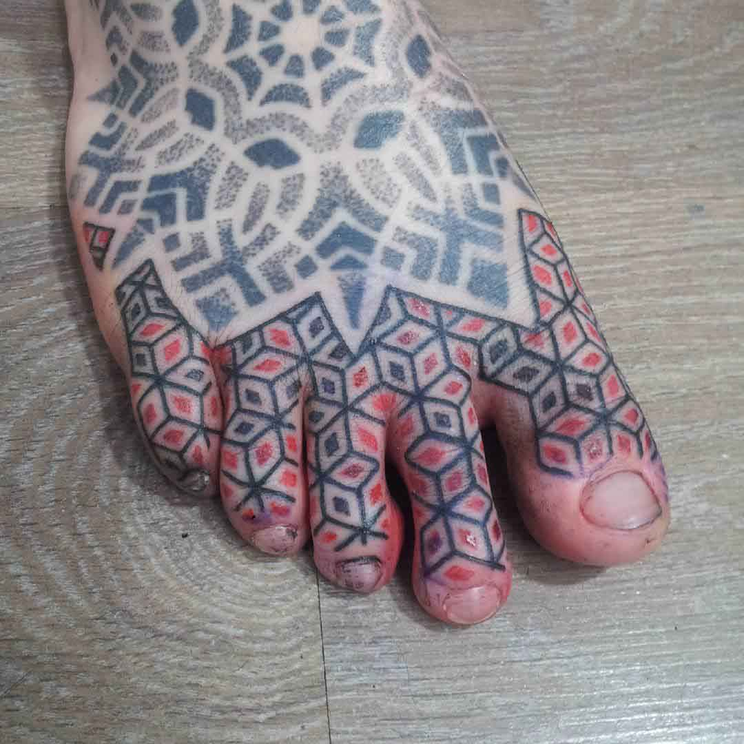 toes tattoo geometrical lines