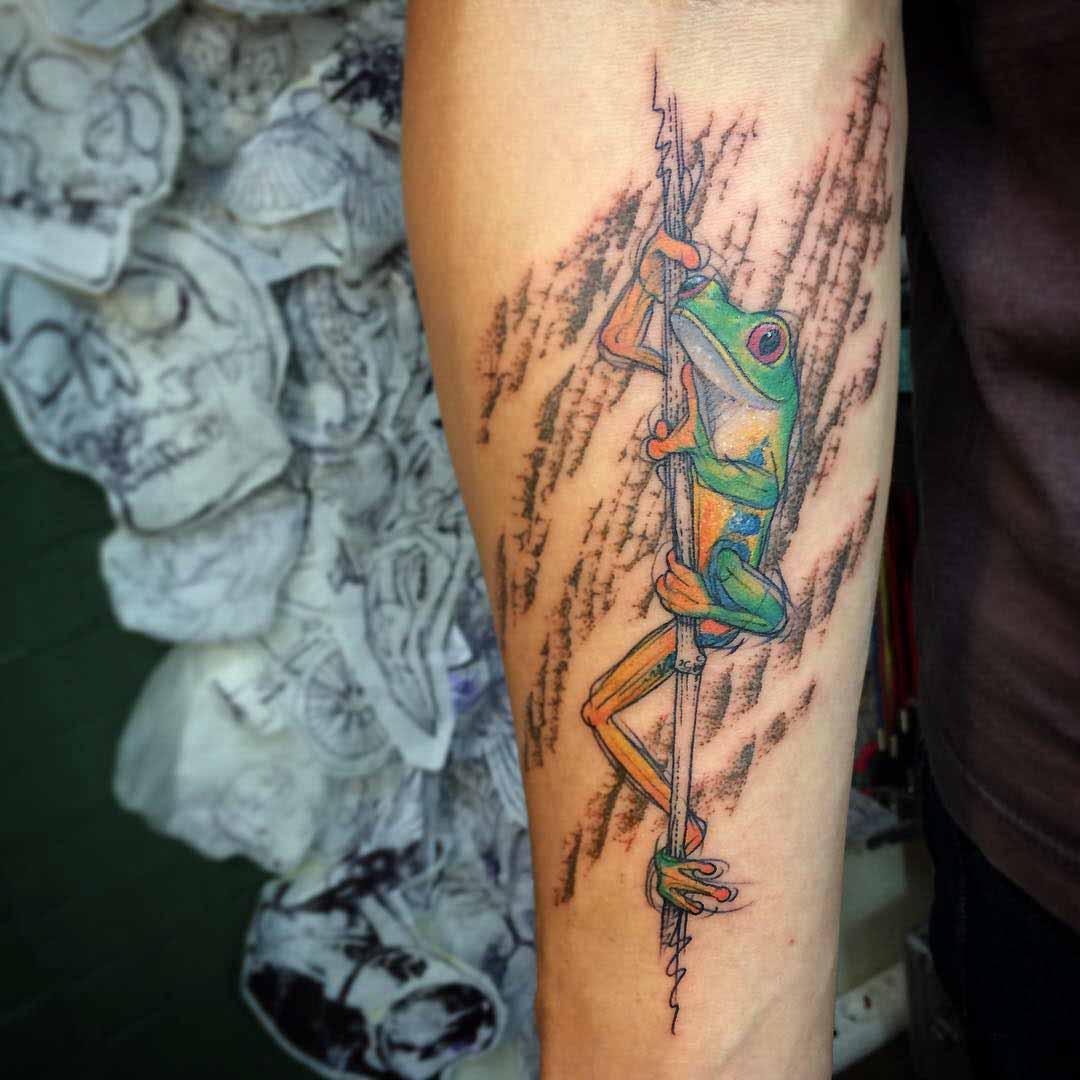 toad tattoo on a staw