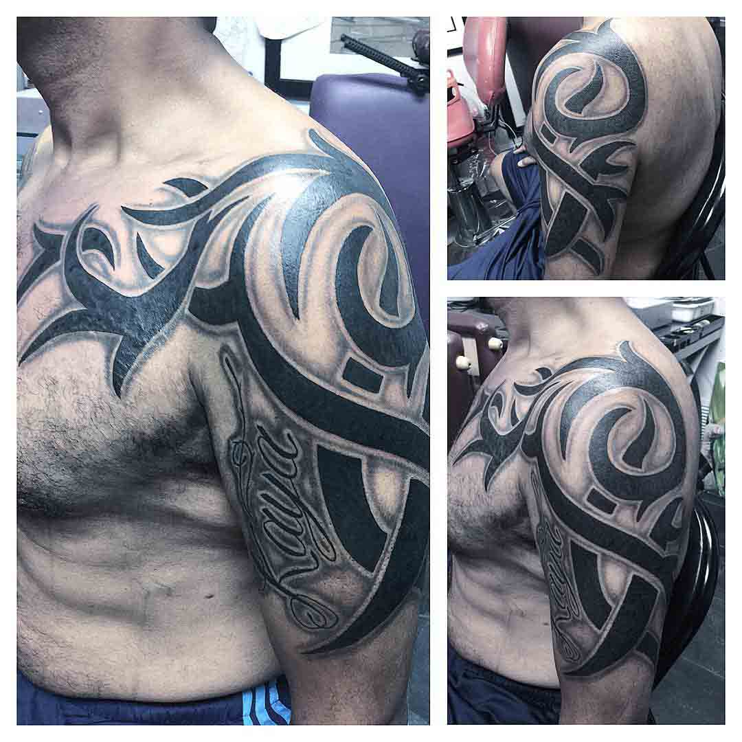 cool tribal tattoo on shoulder